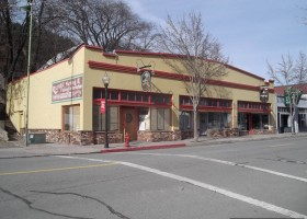 Restaurant-Sengthong's-Dunsmuir-California-1